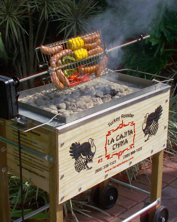 Sausages, peppers and corn being cooked con La Caja China